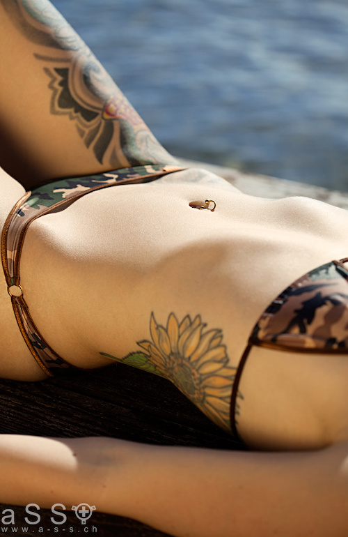Maria wears Serial-Bikini (Brown/Pop Camo)