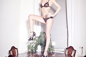 Tini wears Arousal (Black/Lace Donna)