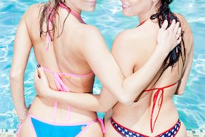 Marcia wears Social-Bikini (Candy/Shine Pacific) - Sarah wears Serial-Bikini (Special Edidtion)